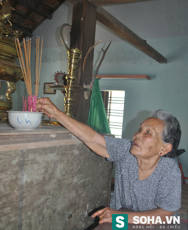 Cụ Niệm ở lại luôn trong ngôi nhà từ đường để ngày ngày hương khói cho con.